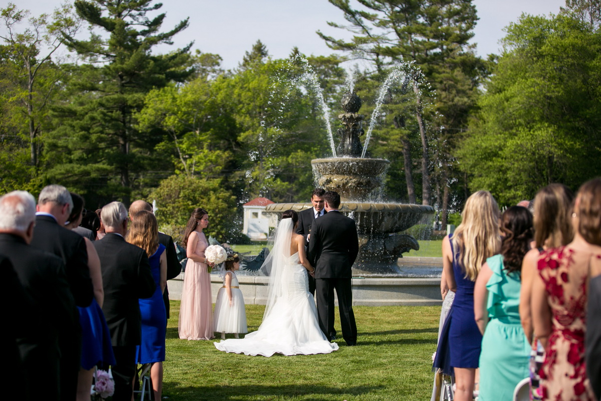 Tupper Manor marriage in front of fountain