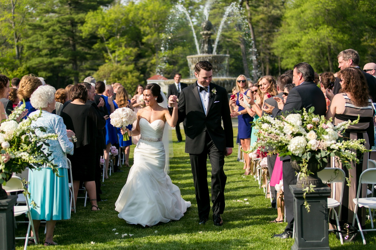 Tupper Manor bridge groom down aisle